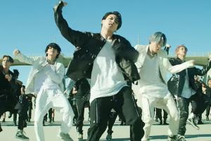 BTS Memecah Rekod Dengan Menjual 2.5 Juta Album Dalam Masa Hanya 3 Jam.